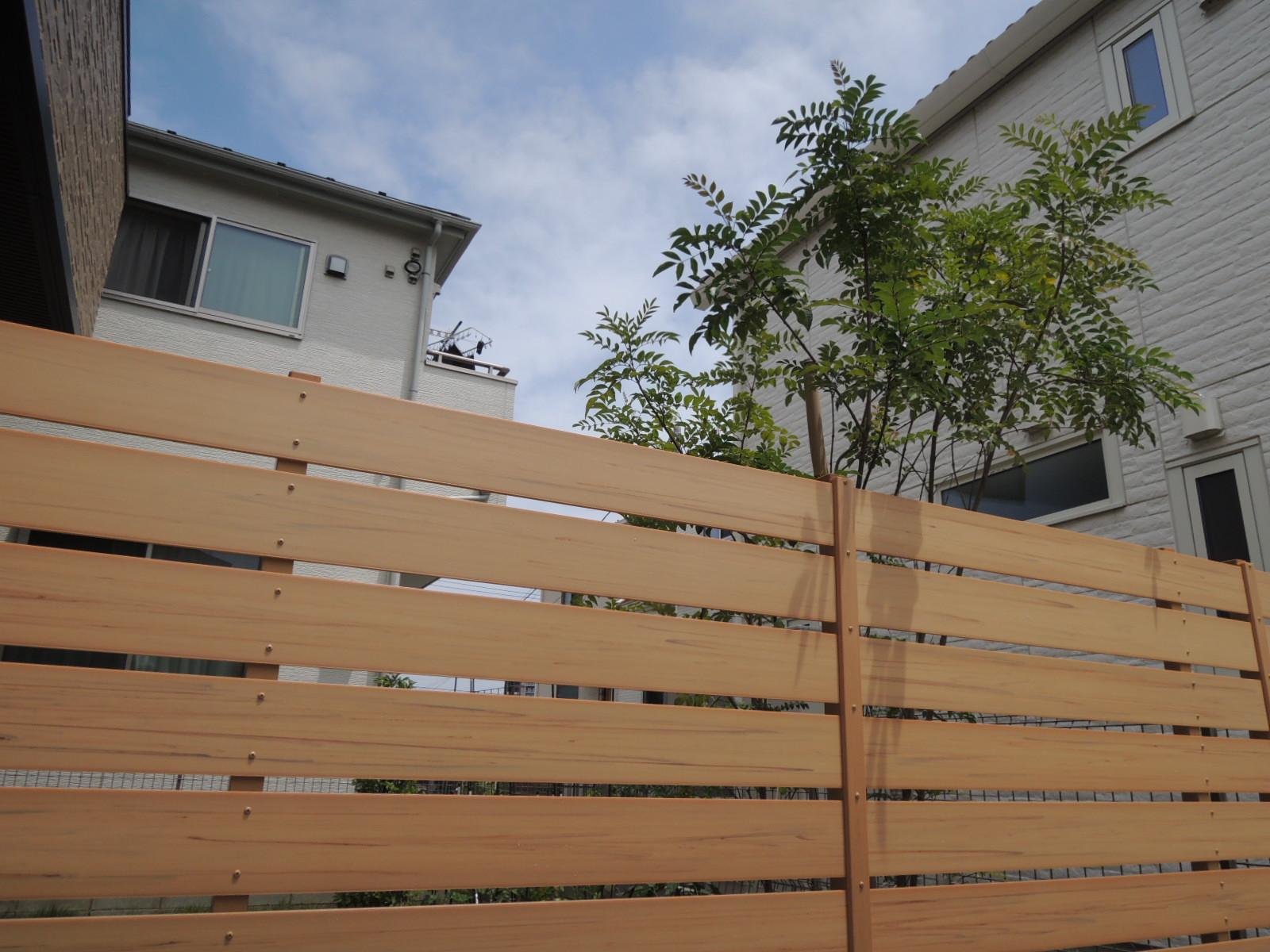 木目調樹脂製フェンス( 八王子市 T様邸)